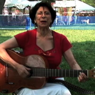 """Los Vecinos"" by Suni Paz from Alerta Sings and Songs for the Playground/ Canciones Para el Recreo"