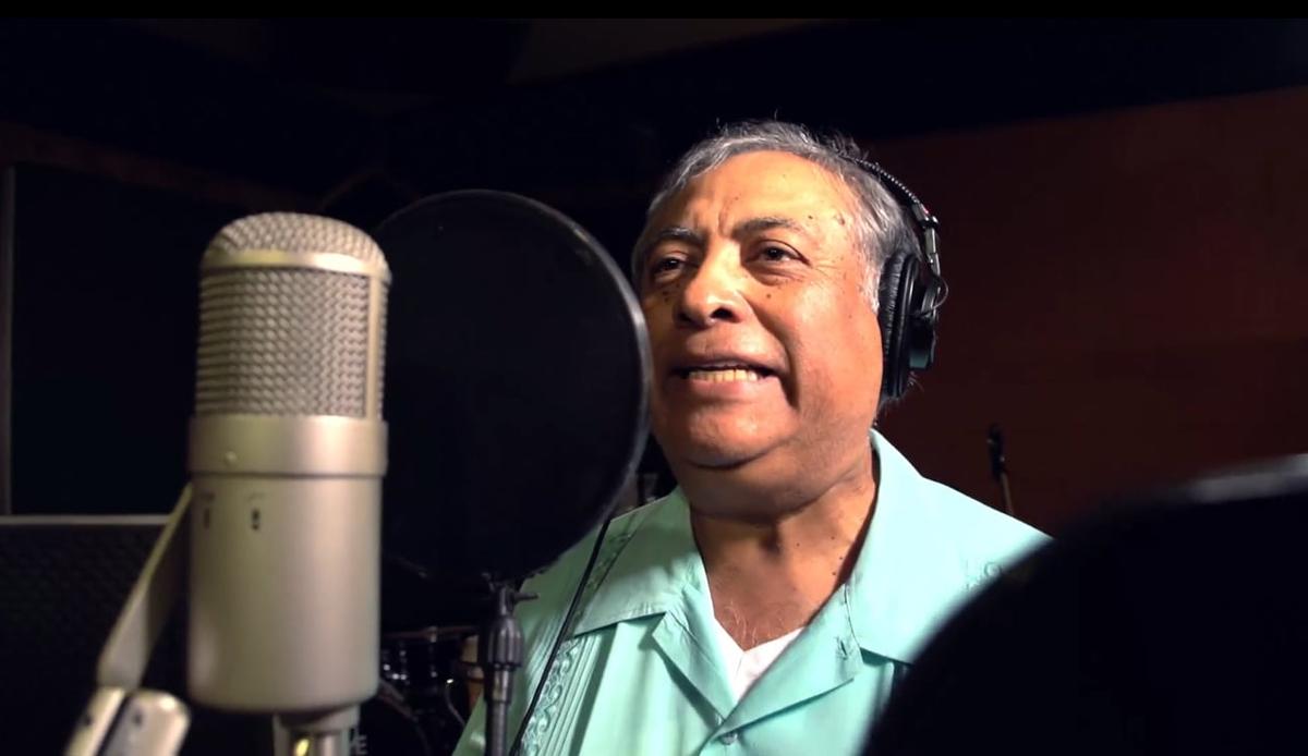 """José-Luis Orozco Canta """"El Baile de las Legumbres&rdquo"""